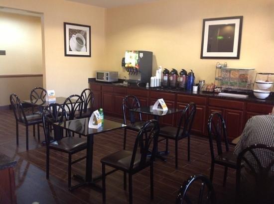 Comfort Inn Thomasville: Partial shot of breakfast area