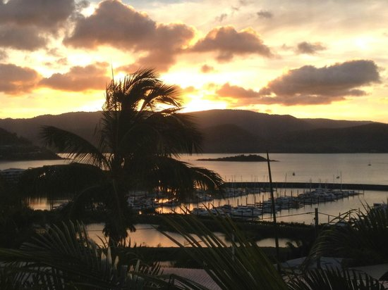 Airlie Apartments: Airlie Beach sunset from our room