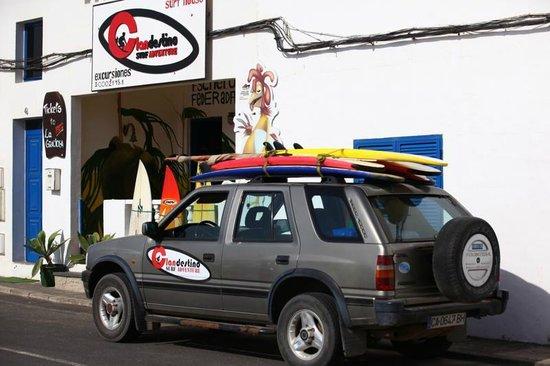 Clandestino Surf Adventure: Fachada del Surf Haus