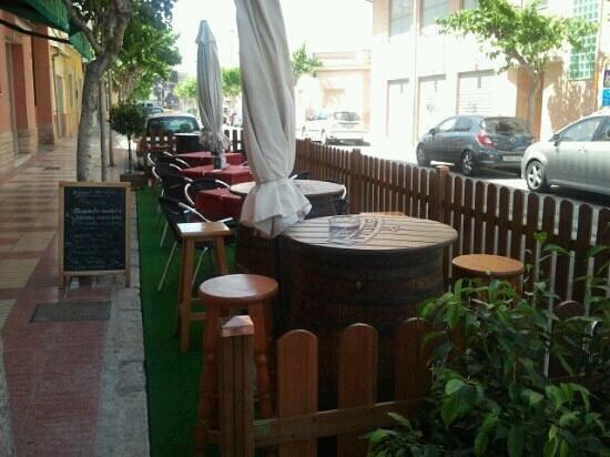 cerveceria paquito: terraza de verano