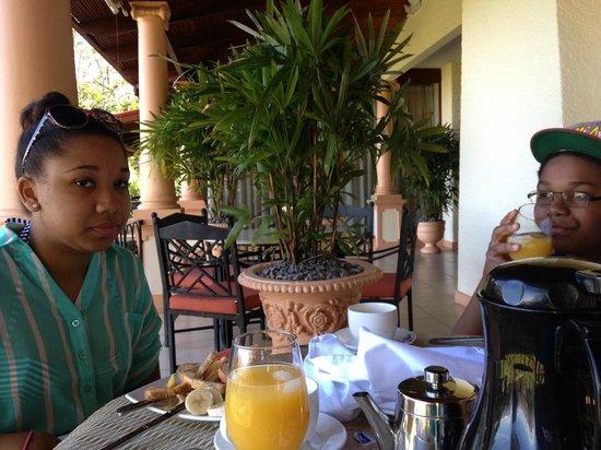 Ringle Resort Hotel & Spa: Breakfast on the Veranda