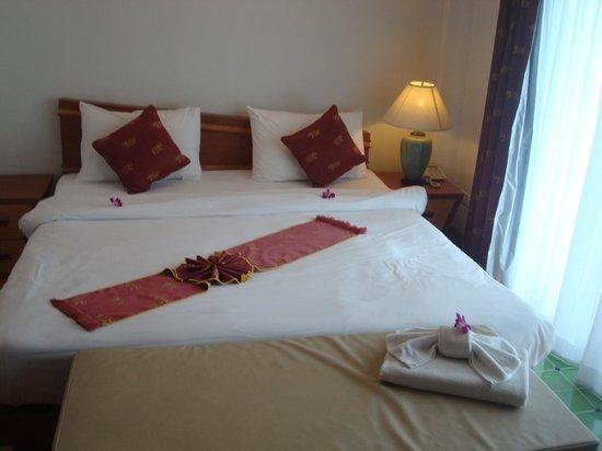 Krabi Tropical Beach Resort : The very comfy bed