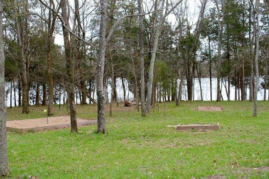 Bledsoe Creek State Park: Gaming Area below Blue Heron camping area