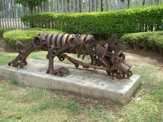 Museo de Arte Costarricense : Metal sculpture displayed outside