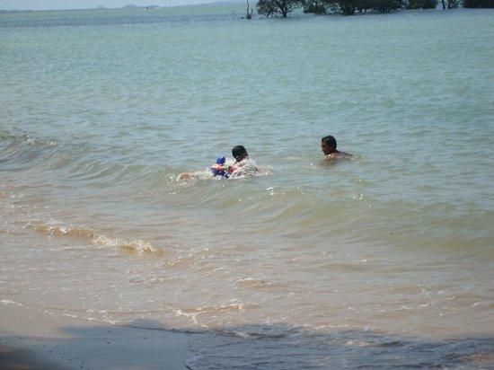 Krabi Tropical Beach Resort: Local