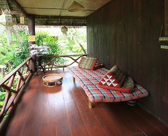 Romyen Garden Resort: Bungalow 2 Front Porch