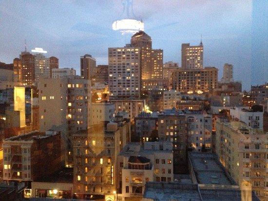 كنسنجتون بارك هوتل: View from 12th floor king room