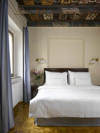 Lokal Inn: Suite - deluxe bedroom