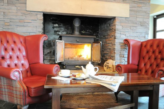The Old Mill Inn: Relax and unwind in our bar & lounge - Lively Bar With Wood Burning Stove - Picture Of The Old Mill Inn