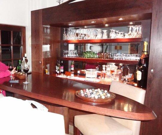 Kanonkop Guest House: Hausbar mit gratis Getränken