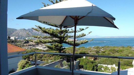 Ocean Eleven Guesthouse : Terrasse und Aussicht des Deluxe Zimmers