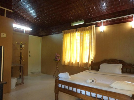 Nakshathra Inn: Bed Room