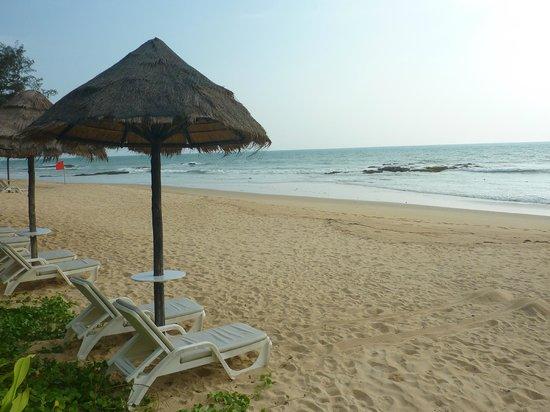 Natai Beach Resort & Spa, Phang-nga: Nice beach