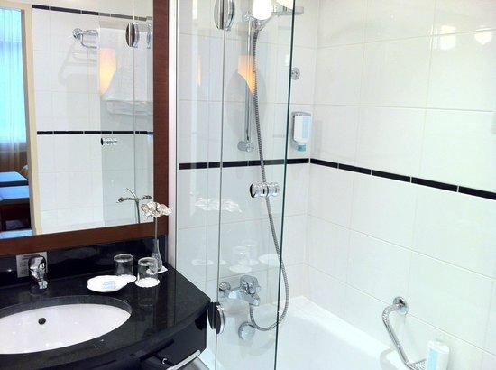 Hotel Das Tyrol: Shower