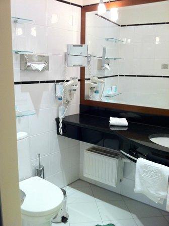 Hotel Das Tyrol: Bathroom