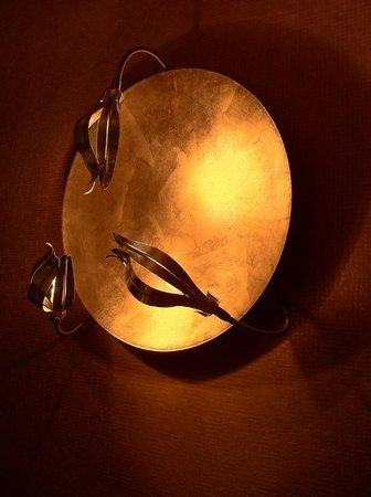 Small Luxury Hotel Das Tyrol : Art decor lighting in Spa