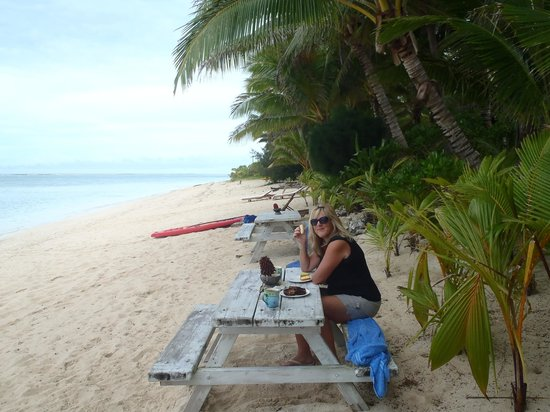 Heliconia Hideaway: the picnic tables on the beach