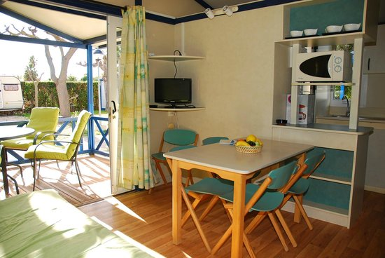 Les Cases d'Alcanar, Spain: INTERIOR BUNGALOW MOREA