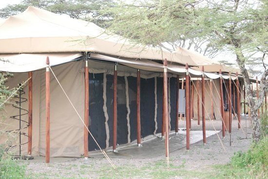 Ndutu Wilderness Camp: Common area--electronics charging area