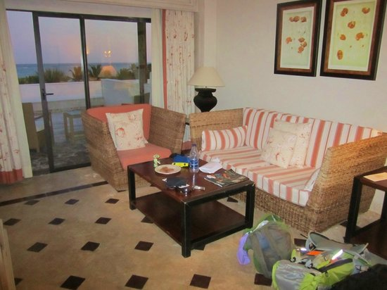 Sanctuary Cap Cana by Playa Hotels & Resorts: Ocean view junior suite living area