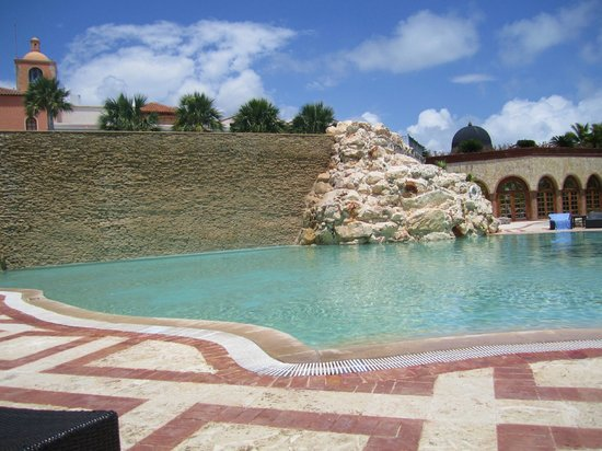 "Sanctuary Cap Cana by AlSol: Smaller ""quieter"" pool"