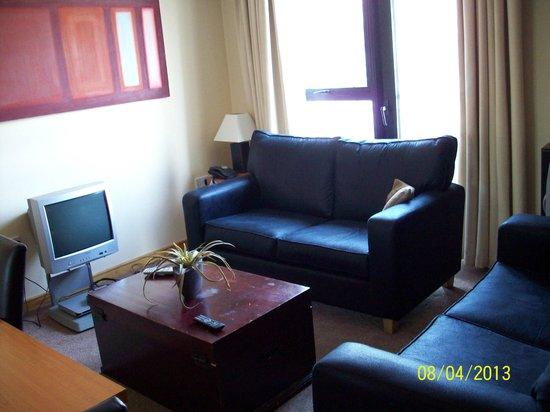 BT48 Apartotel: Living room