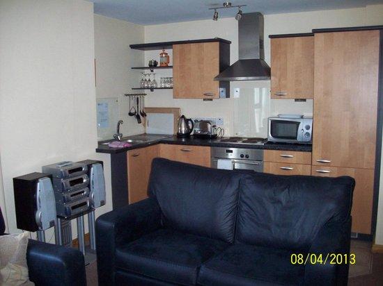 BT48 Apartotel: View of kitchen area