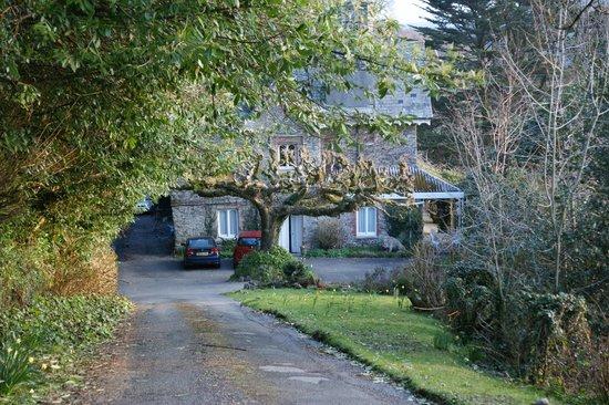 Hazelwood House: The approach