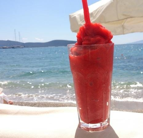 strawberry freeze by the sea in cafe delmar