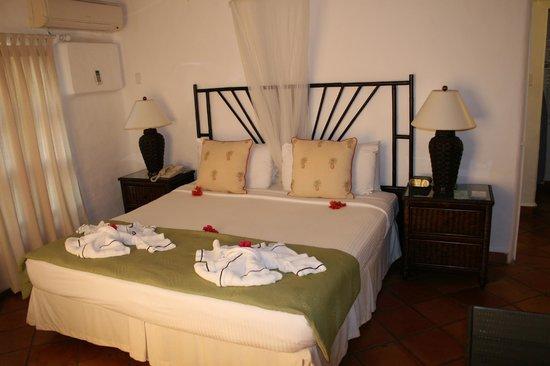 Windjammer Landing Villa Beach Resort : Master Bedroom
