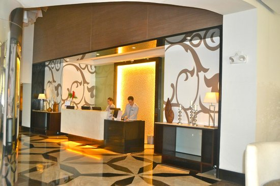 Quest Hotel and Conference Center - Cebu: Front Desk
