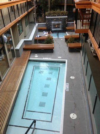 Banff Aspen Lodge : two hot tubs