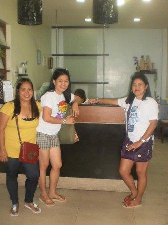 Cordillera Family Inn: at the counter