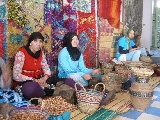Maroko: LAS CHICAS DEL ACEITE DE ARGAN