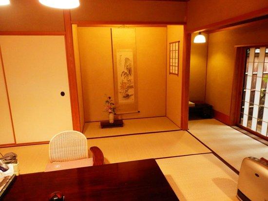 Kamenoi Besso: 部屋の中