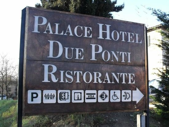 Palace Hotel Due Ponti: Insegna stradale