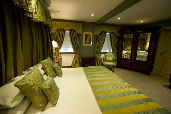 Ye Olde Bell Hotel & Restaurant