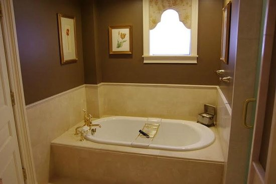 The Jefferson, Washington DC: The bath tub