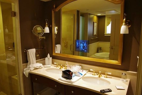 The Jefferson, Washington DC: The bathroom with a TV in the mirror