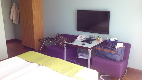 Clarion Hotel Gillet: A part of the room (no writing desk at all)
