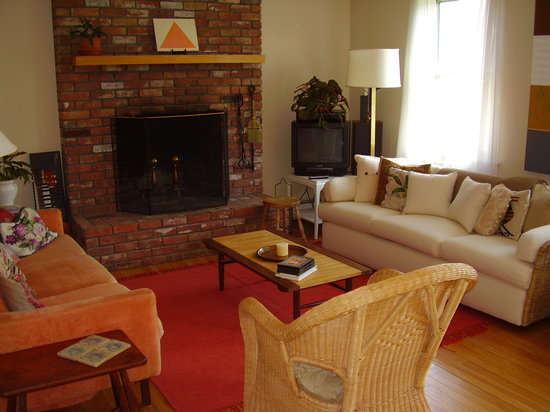 The Red Hat Bed & Breakfast: It's a 2-couch living room!