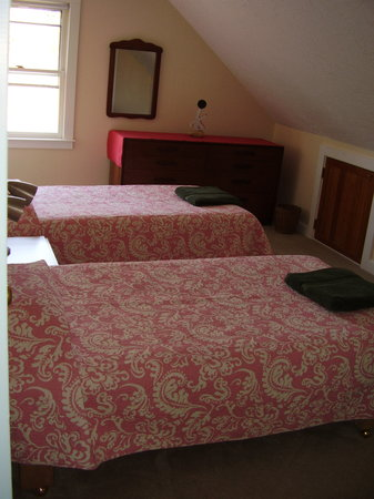 The Red Hat Bed & Breakfast: A third bedroom has pink bedspreads.