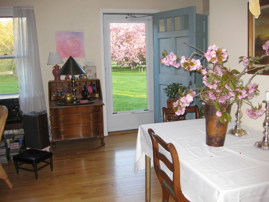 The Red Hat Bed & Breakfast: Spring blossoms.