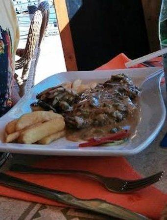 La Cicala : Steak with mushroom gorgonzola and asparagus sauce. Delicious.