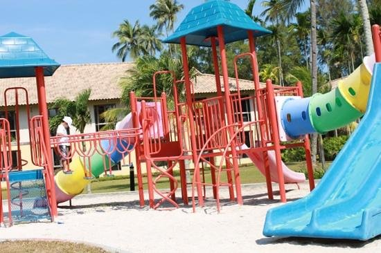 Nirwana Gardens - Nirwana Resort Hotel: Playground beside the pool...