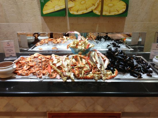 "Iberostar Paraiso Maya: 1/2 of the Seafood Bar at the Maya Seafood/Buffet ""La Marina"""