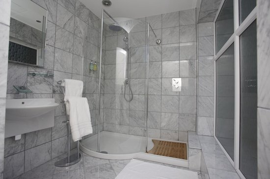 Celtic Guest Houses, The Old Rectory: Italian Carrera Marble in all Bathrooms