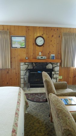 Andril Fireplace Cottages: Cozy fireplace