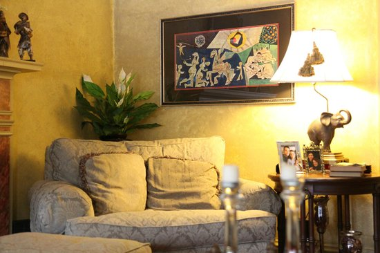 White Birches Inn: Living Room Sofa & Artwork