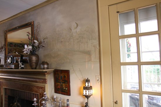 White Birches Inn: Dining Room Mantle & Artwork